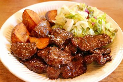 鹿のロース肉のソテー、バルサミコ酢風味のソース