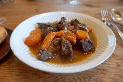 鹿肉の白ワイン煮