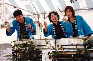 (Photo:観光協会時代、物産展でやまめの塩焼きの売り子さん)