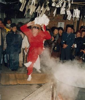 《伝統の霜月祭りで猿舞を奉納》